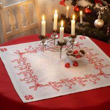 Kit de chemin de table à broder - Anchor - Nappe La danse des Père Noël