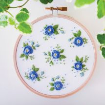Kit de broderie sur tambour - Tamar Nahir Yanai - Fleurs bleues