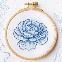 Kit de broderie sur tambour - Tamar Nahir Yanai - Rose bleue