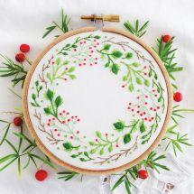 Kit de broderie sur tambour - Tamar Nahir Yanai - Couronne de fleurs