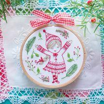 Kit de broderie sur tambour - Tamar Nahir Yanai - Fillette de Noël