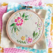 Kit de broderie sur tambour - Tamar Nahir Yanai - Cercle de fleurs