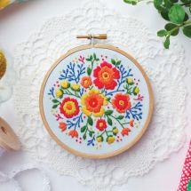 Kit de broderie sur tambour - Tamar Nahir Yanai - Fleurs colorées