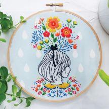 Kit de broderie sur tambour - Tamar Nahir Yanai - Femme en fleurs