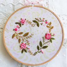 Kit de broderie sur tambour - Tamar Nahir Yanai - Coeur floral