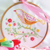 Kit de broderie sur tambour - Tamar Nahir Yanai - Oiseau jaune