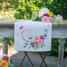 Kit de chemin de table à broder - Vervaco - Bouquet de fleurs classiques