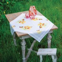 Kit de nappe à broder - Vervaco - Fleurs orange et papillons