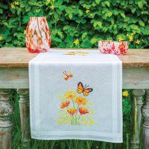 Kit de chemin de table à broder - Vervaco - Fleurs orange et papillons