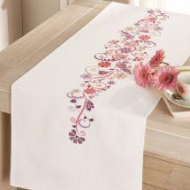 Kit de chemin de table à broder - Vervaco - Fantaisie en rose et mauve